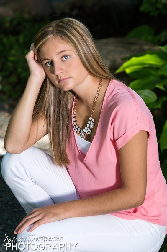 Hannah 2017 Senior0014JX4_6367